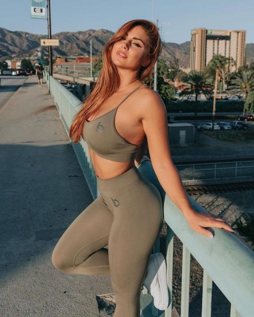 Hot Gym Girls In Yoga Pants