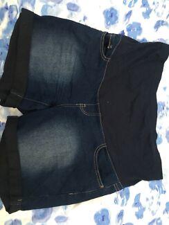 Maternity Shorts - size 12 / M