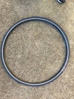 Specialized Nimbus tyre AND Axis classic disc front wheel 700c