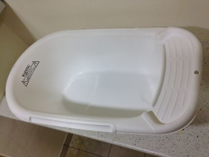 Baby bath tub white colour for sale