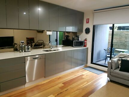 Fully Furnished Port Melbourne Apartment for Rent 3-6 Months