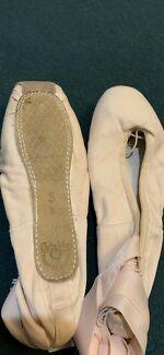 Ballet Pointe shoes (new) Grishko size 5X