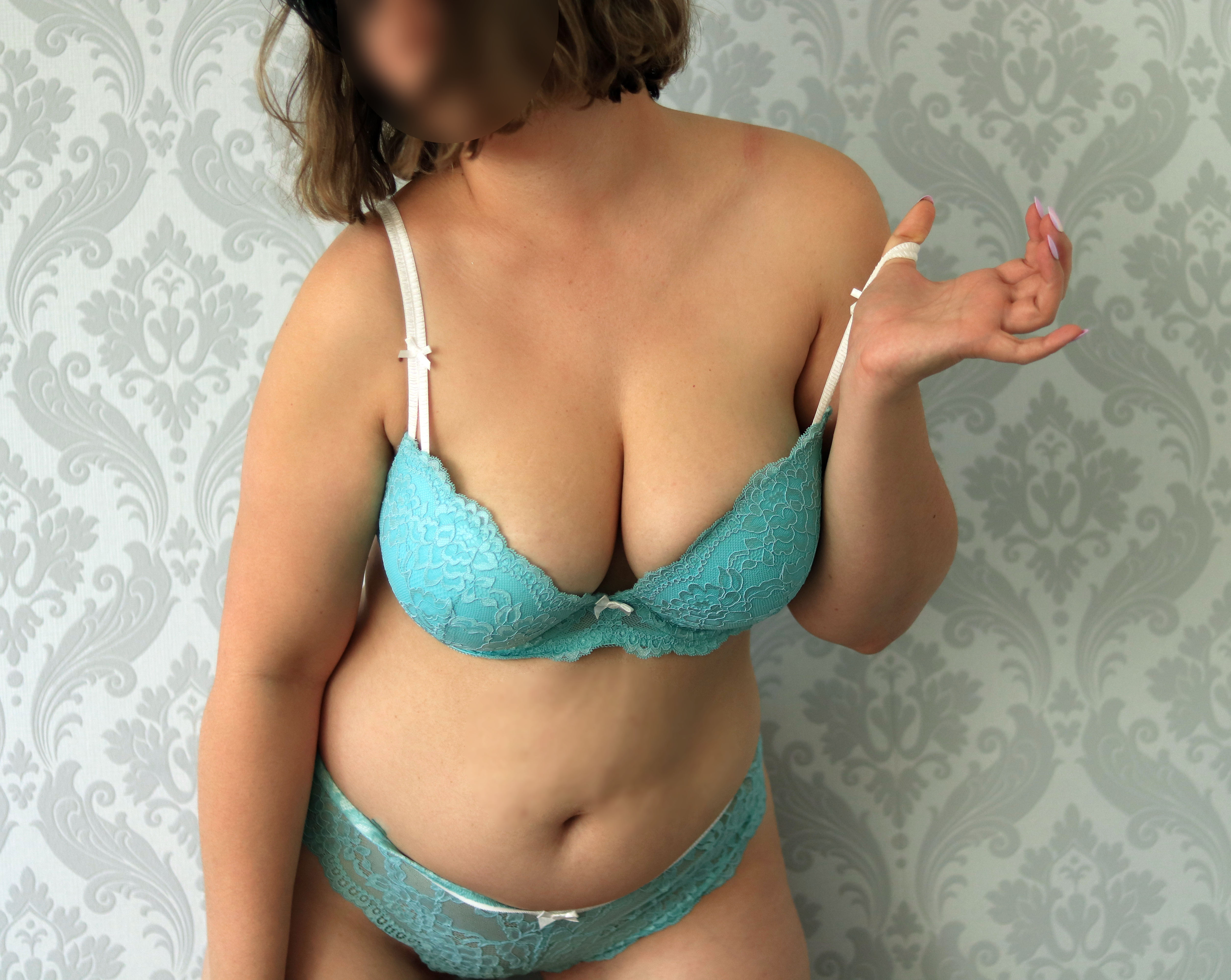 Curvy size 10 aussie with natural DDs